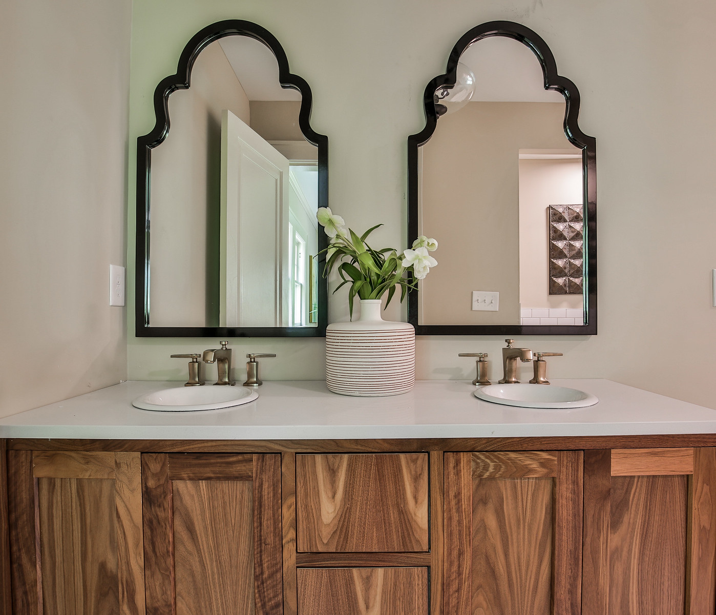 Vanity/Sinks/Tub/Bath Hardware: Kohler